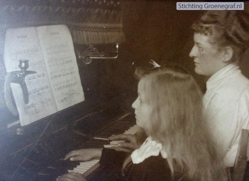 Maria Margaretha Cornelia Wilhelmina van der Veen en Gijsbertha Jacoba Wijnanda Kuijer
