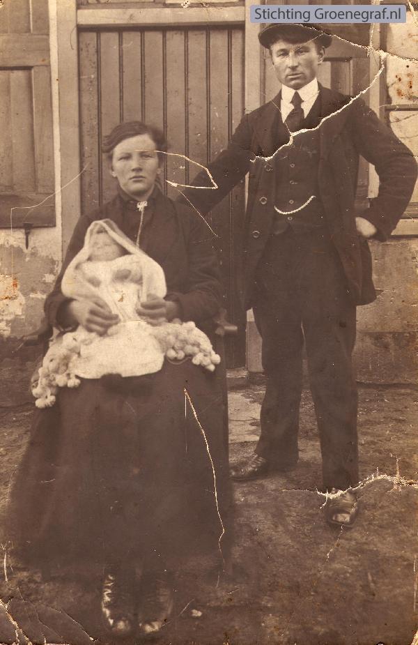 Wijmpje Kramer en Wijmpje van Hornsveld met dochter Lammertje