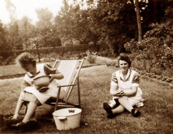 Foto  Jannetje Roos en Geertruida Roos