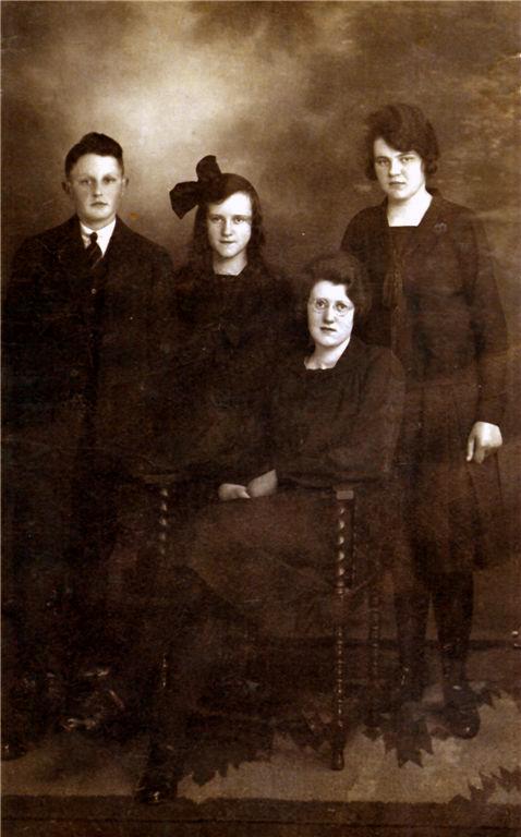 Wouterus, Antonia, Jannetje en Geertruida Roos
