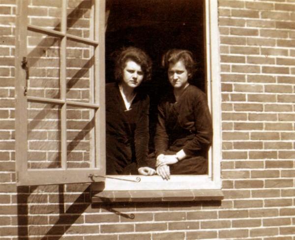 Geertruida Roos en Antonia Roos
