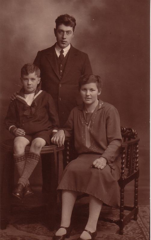 Willem de Ruiter met zijn ouders Mathijs de Ruiter en Alida Radstok