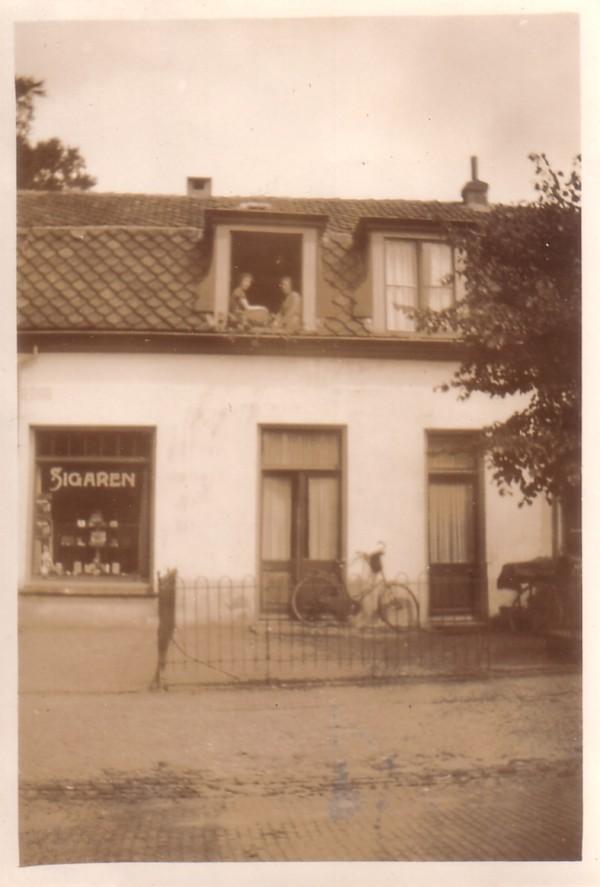 Ferdinand Huycklaan hoek Van Heemstralaan sigarenhandel Van der Horst