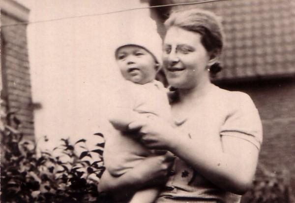 Cornelia Margrietha Alijda van Diemen met zoon of dochter