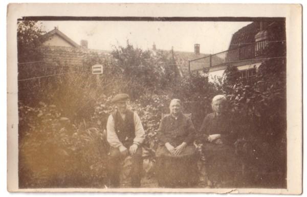 Gerrit Broerze met echtgenote Suze en haar zus
