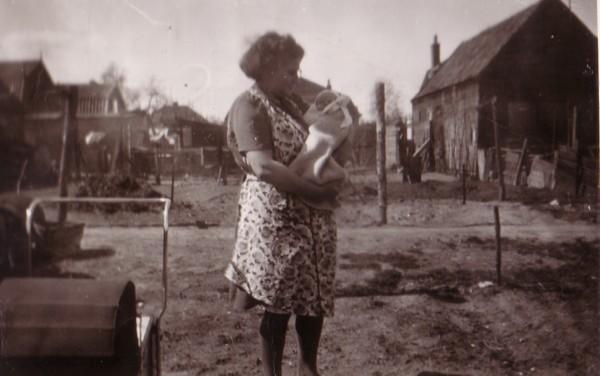 Margaretha Wiss met zoon Franciscus Broerze