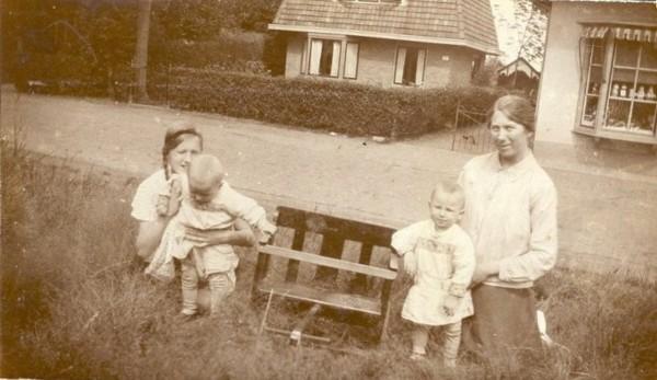 Catharina Afina Veenstra,  Leffort Siebe Roskamp, Jan Arnold Roskamp en Hilda Kuizinga