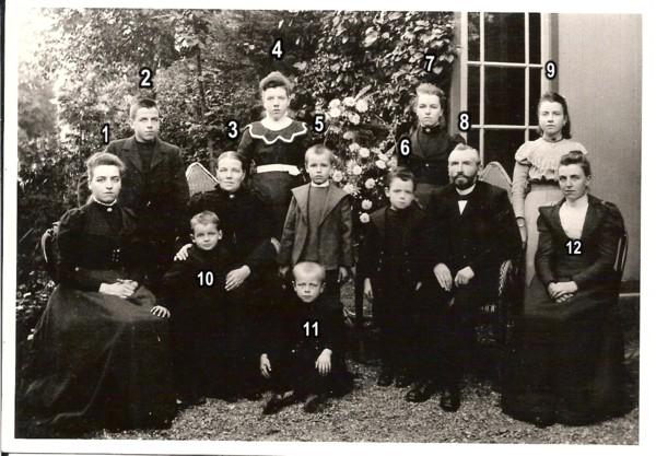 Louis Onvlee en Dina Johanna van Borselen met gezin