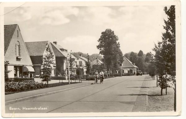 Foto  Van Heemstralaan en Eemnesserweg met bakkerij Roskamp