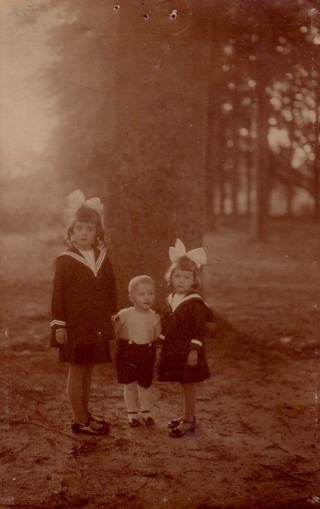 Johanna Maria, Antonius Maria en Sophia Anna van Dijk