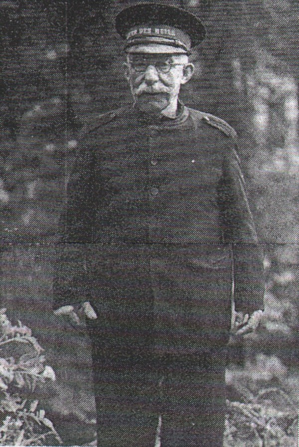 Dirk Koffrie (Dove Dorus) als heilsoldaat