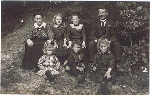 Mees Ravenhorst en Neeltje Jansen met kinderen