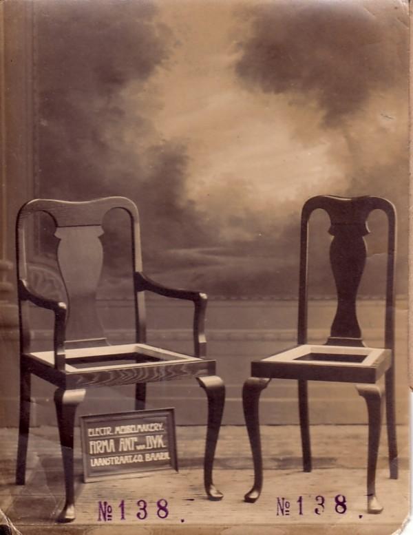 Reclamefoto stoelen van meubelmaker Antonius van Dijk