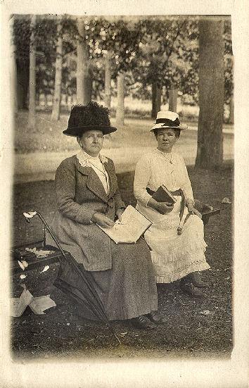 Alberdina A.J. Lagerweij (rechts)