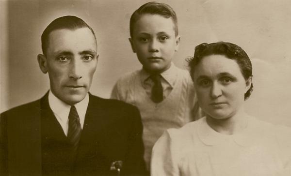 Gerrit Koenen en Dirkje Maria van Hornsveld met zoon Teunis Koenen