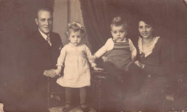 Foto  Evert Kuijper en Lisetta Josepha de Ruiter met kinderen Beppie en Daniel