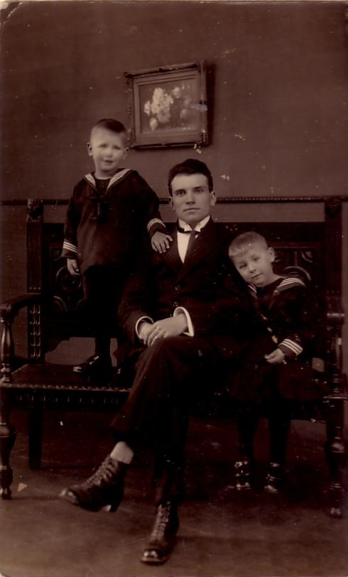 Henricus Gerardus van Lier met Ton Kuijpers en Corrie Kuijpers