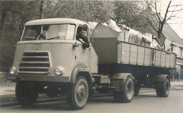 Gerrit Luijer als vrachtwagenchauffeur bij gemeente Hilversum