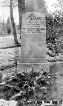 Grafmonument grafsteen Theunis  Hornsveld