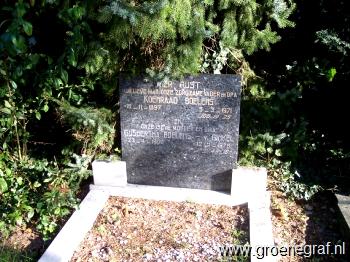 Grafmonument grafsteen Koenraad  Boelens