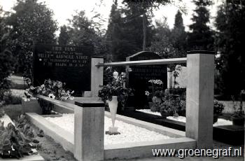 Grafmonument grafsteen Willem Aarnoud  Stroo