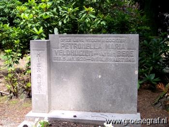 Grafmonument grafsteen Petronella Maria van den Berg