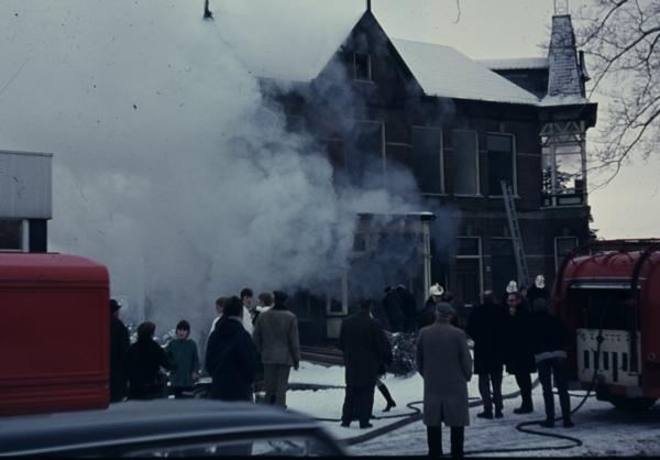 Brand in sloopvilla Eemnesserweg