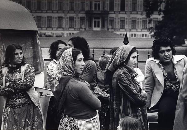 Zigeunerdemonstratie voor Paleis Soestdijk