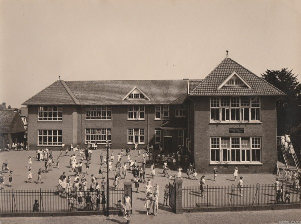 Koningin Wilhelminaschool opgericht