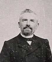 Louis Onvlee hoofdonderwijzer van de School met de Bijbel