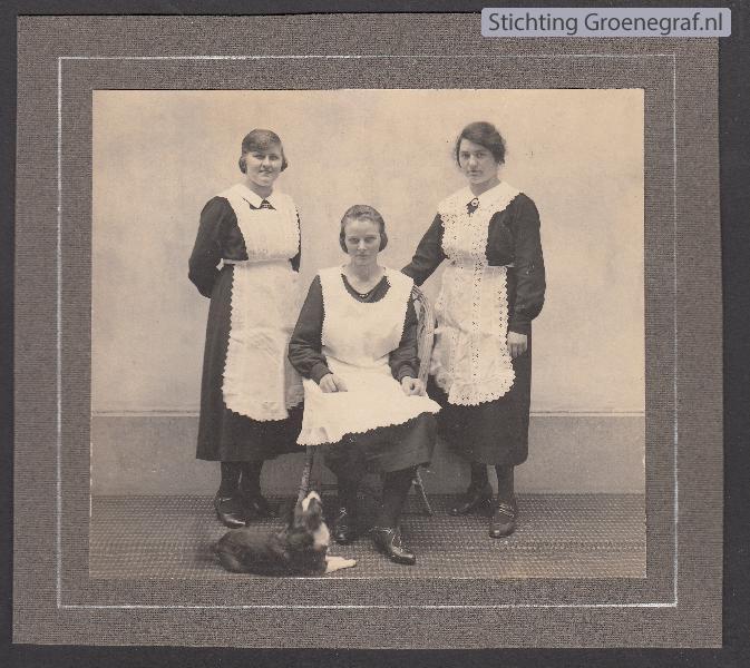 De dienstmeisjes van Villa Bloemswaard