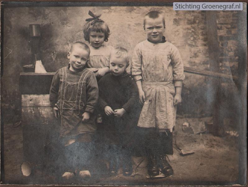 Kinderen familie Schouten uit de Hoofdstraat